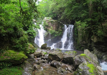 upper waterfall of todoroki no taki